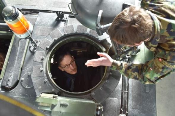 Regierungsrat Mario Fehr besucht WK-Soldaten