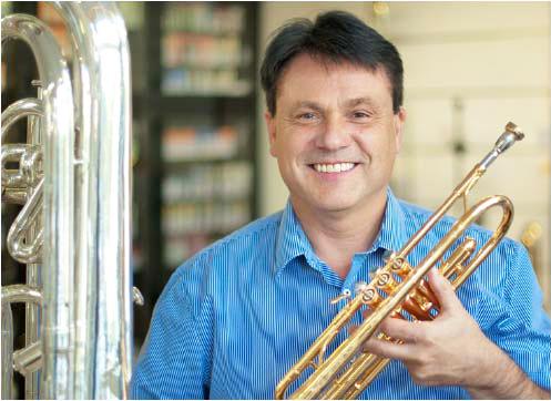 Musiker Walter Grimm in Feierstimmung