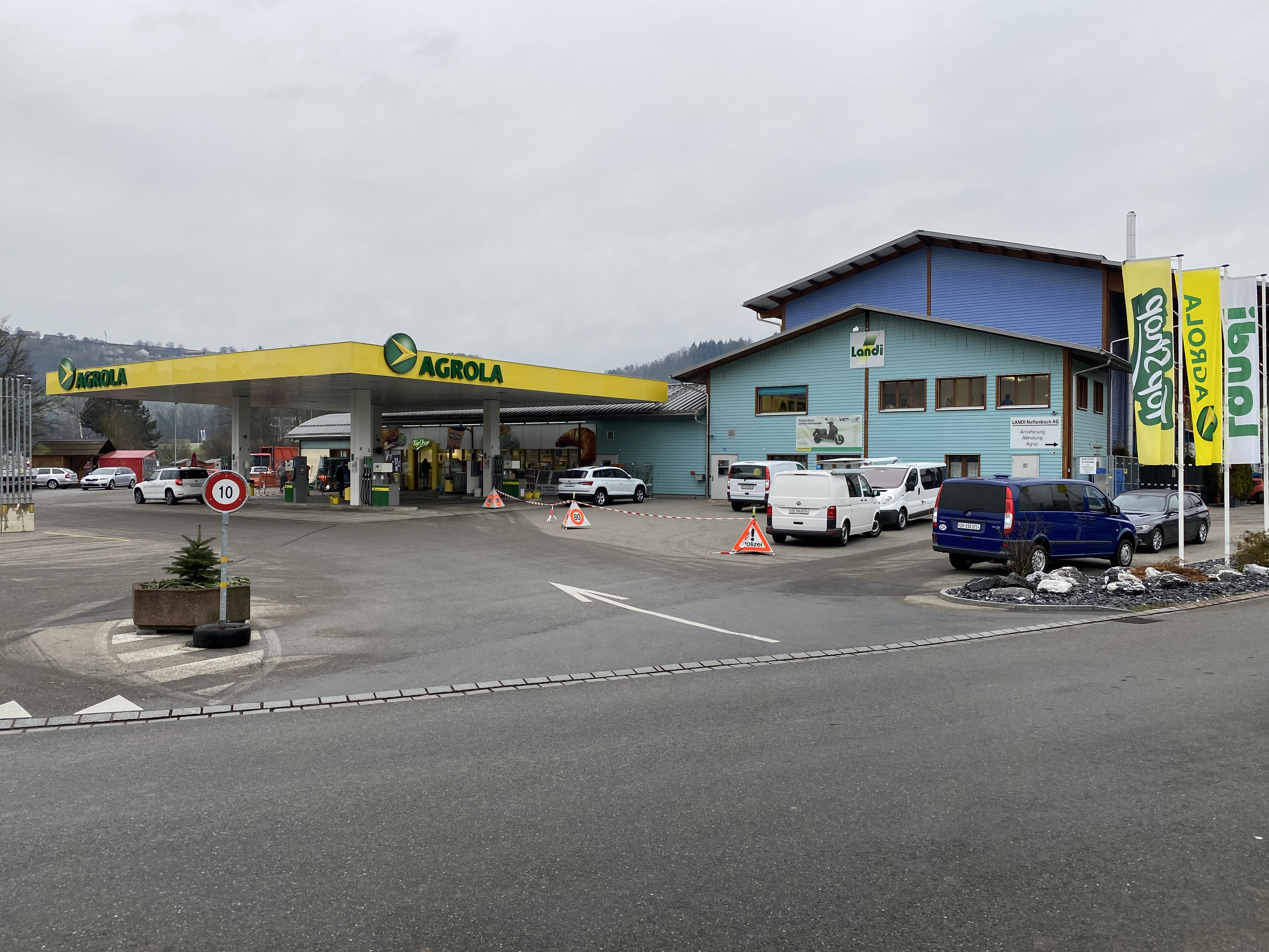 Neftenbach: Tankstellen-Geldautomat gesprengt